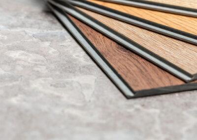 Muster von Vinylböden mit Holzoptik